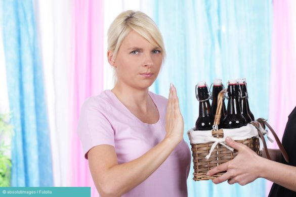 Frau hat Alkohol-Allergie und lehnt Bier ab