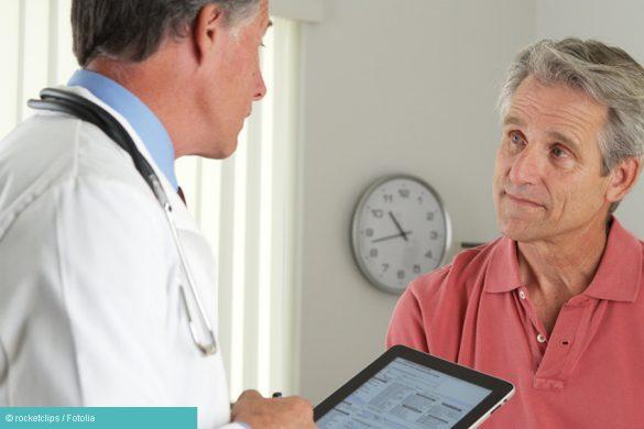 Arzt und Patient unterhalten sich über Depression