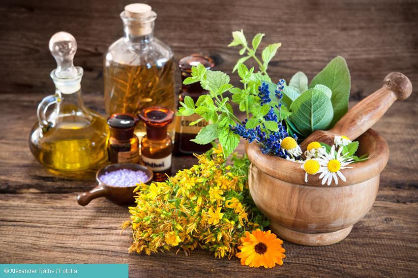 Verschiedene Öle und Kräuter zur Behandlung durch Homöopathie