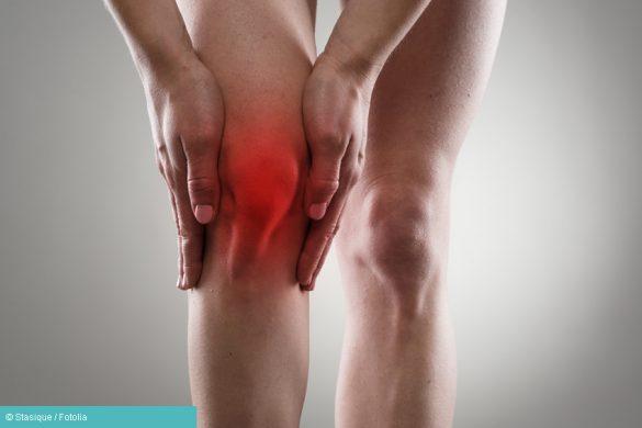 Person mit Gelenkschmerzen durch Rheuma