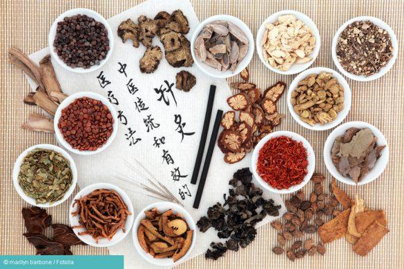 Akupunktur Nadeln und weitere Utensilien