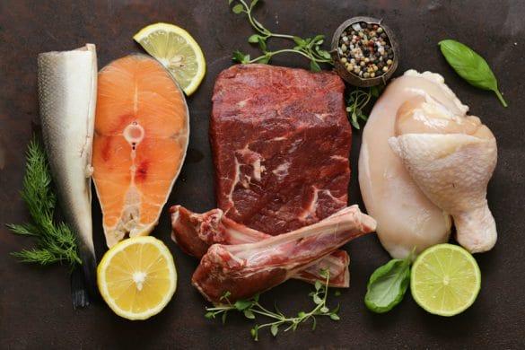 Fisch und Fleisch auf Teller