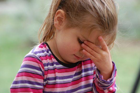 Kind mit Migräne
