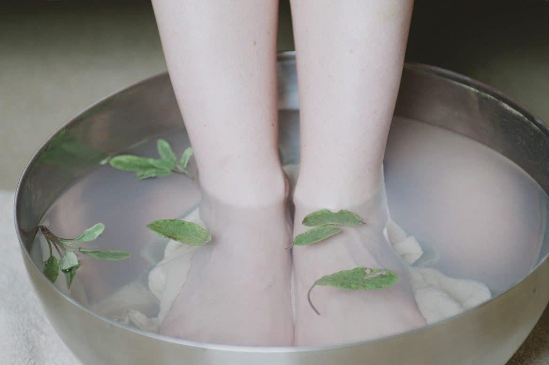 Füße im Fußbad