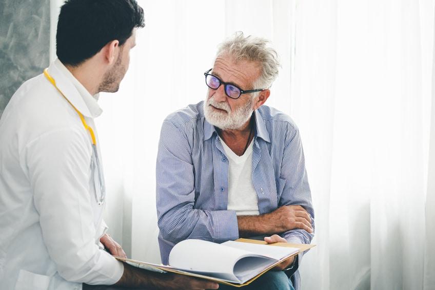 Mann und Arzt im Gespräch