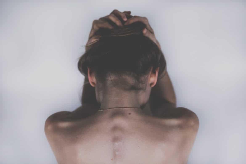 Schizophrene Frau ist verzweifelt