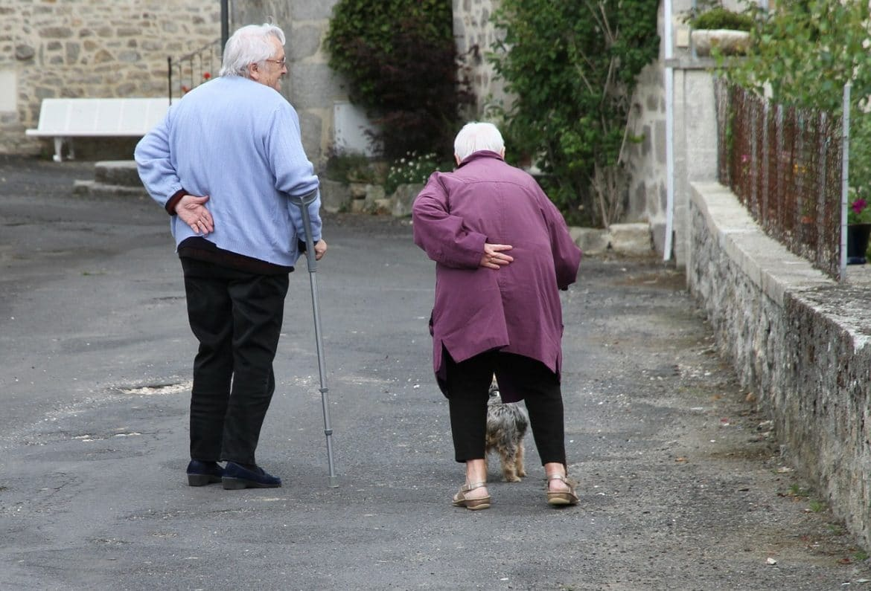 Morbus Bechterew / älteres Parr mit Rückenschmerzen