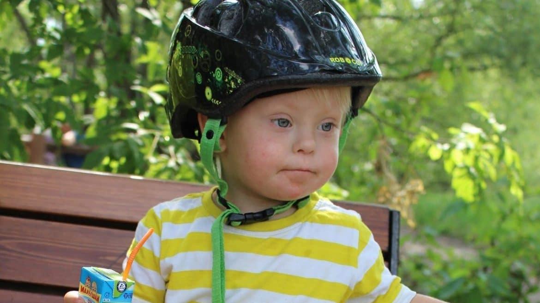 Kind mit Down Syndrom / Trisomie 21